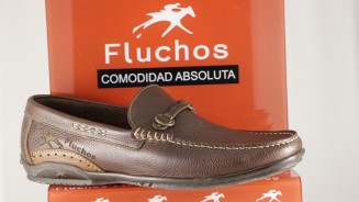 FLUCHOS MOCASIN MARRON ESTRIBO METALICO