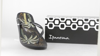 IPANEMA CHANCLA DEDEO NEGRA ESTAMPADO PALMERAS